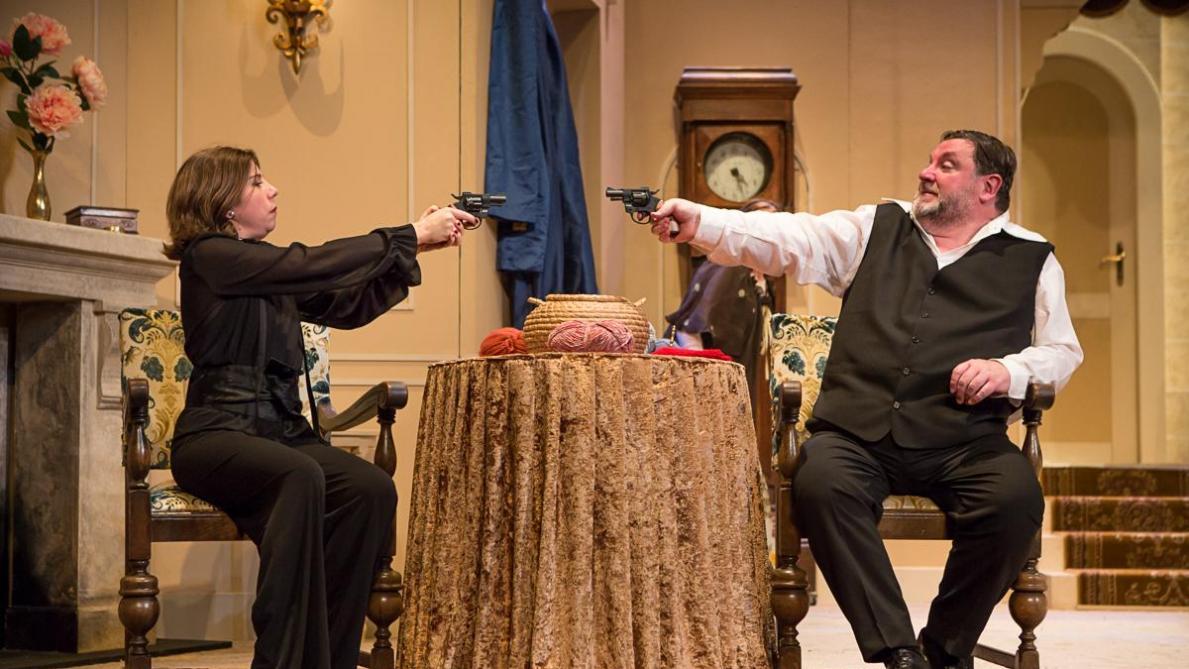 Théâtre: «Le noir te va si bien», un spectacle typique de fin d'année