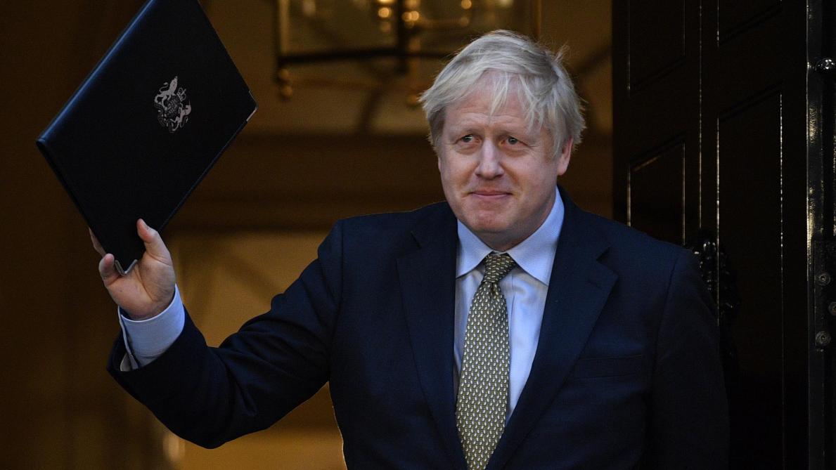 La large victoire de Boris Johnson, la Reine et le Brexit