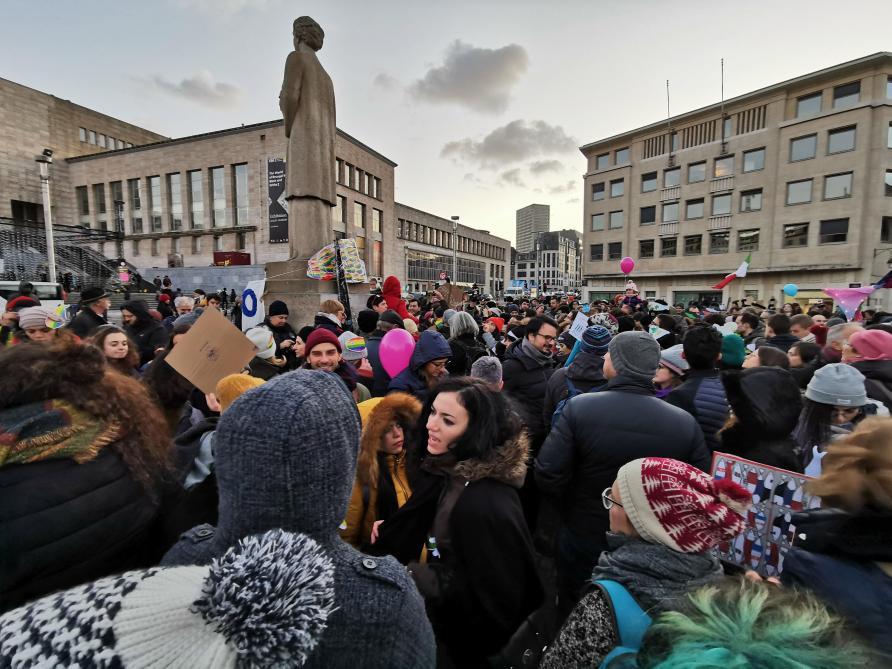 Les Sardines sont à Bruxelles pour dénoncer le populisme (direct vidéo)