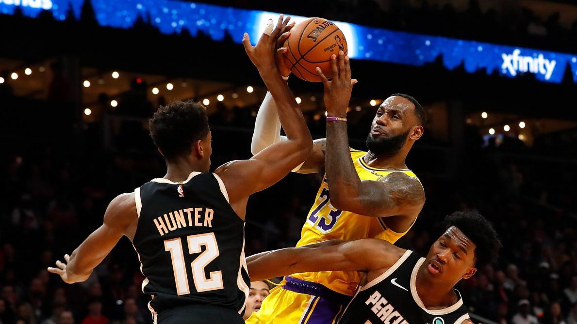 NBA: les Lakers gagnent encore avec un LeBron James grand voyageur (vidéos)