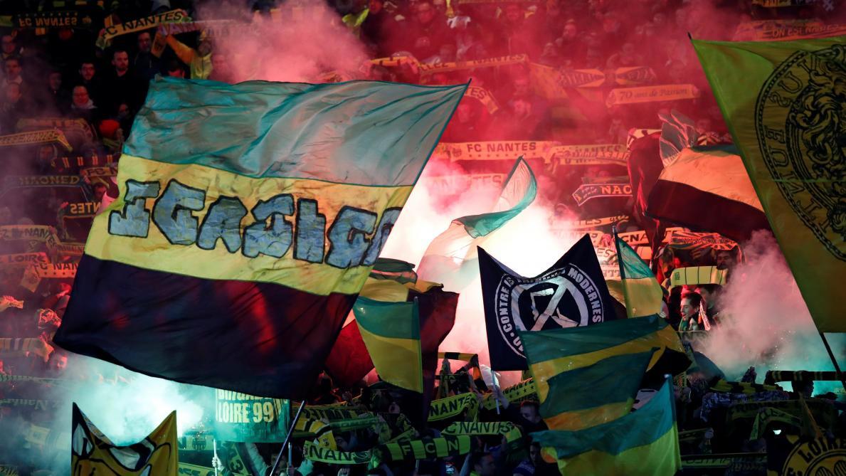 Les supporters de Nantes déploient une banderole hostile à Mogi Bayat (photo)