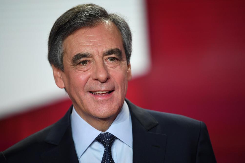Détournement de fonds publics: les excuses de François Fillon