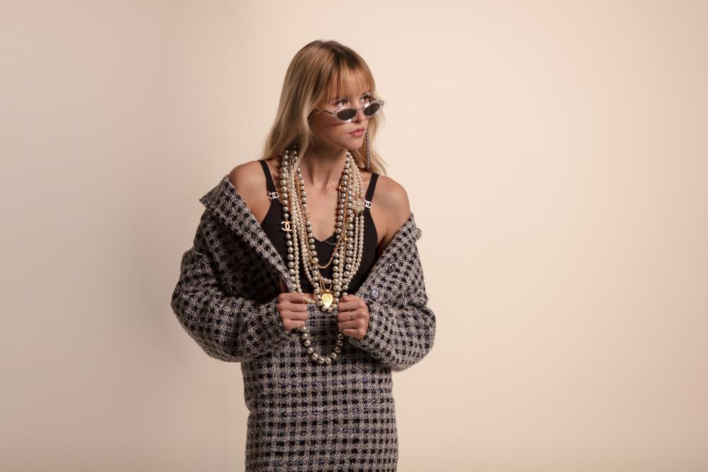 La chanteuse devient le nouveau visage de Chanel — Angèle