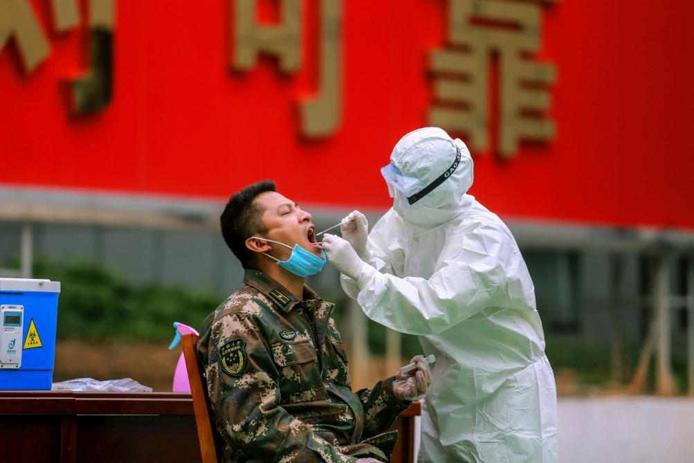 Coronavirus : le bilan mondial approche les 1.700 morts