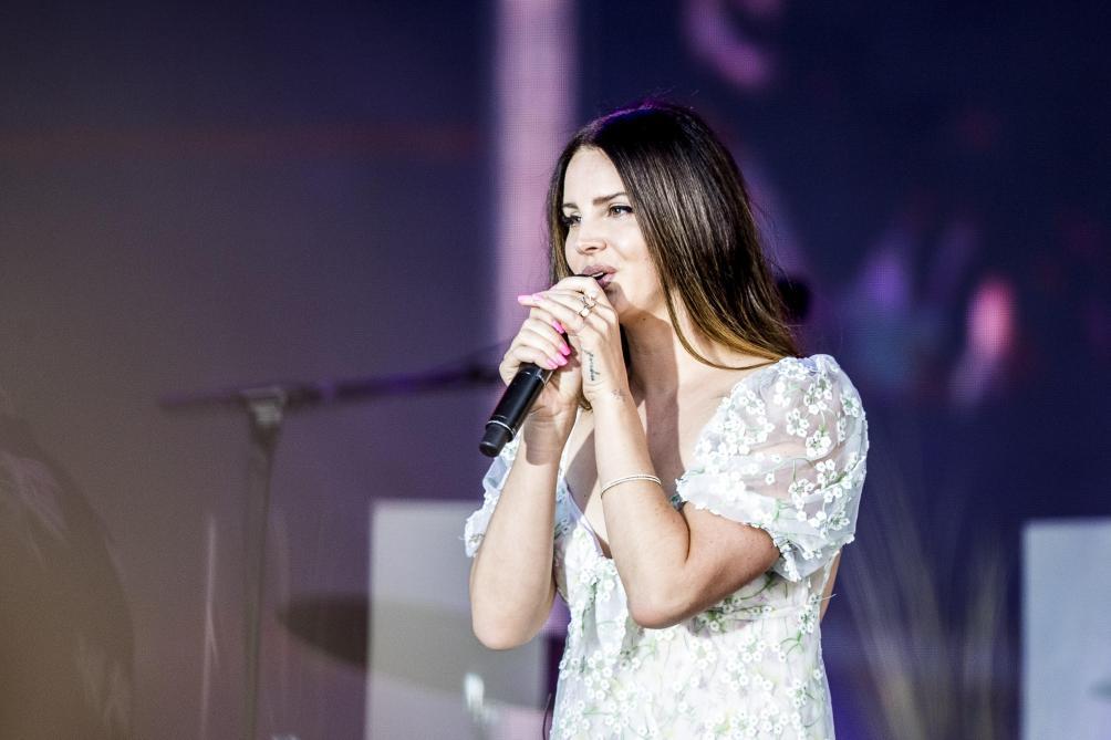 Malade, la chanteuse Lana Del Rey annule son concert à Paris