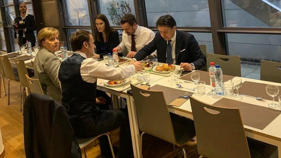 Sommet européen: Macron, Merkel, Wilmès, Bettel et Conte s'accordent une rapide pause