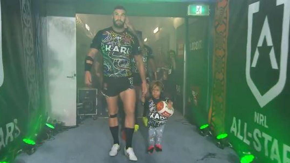 Quaden, l'enfant atteint de nanisme, invité d'honneur d'un match de rugby (vidéo)
