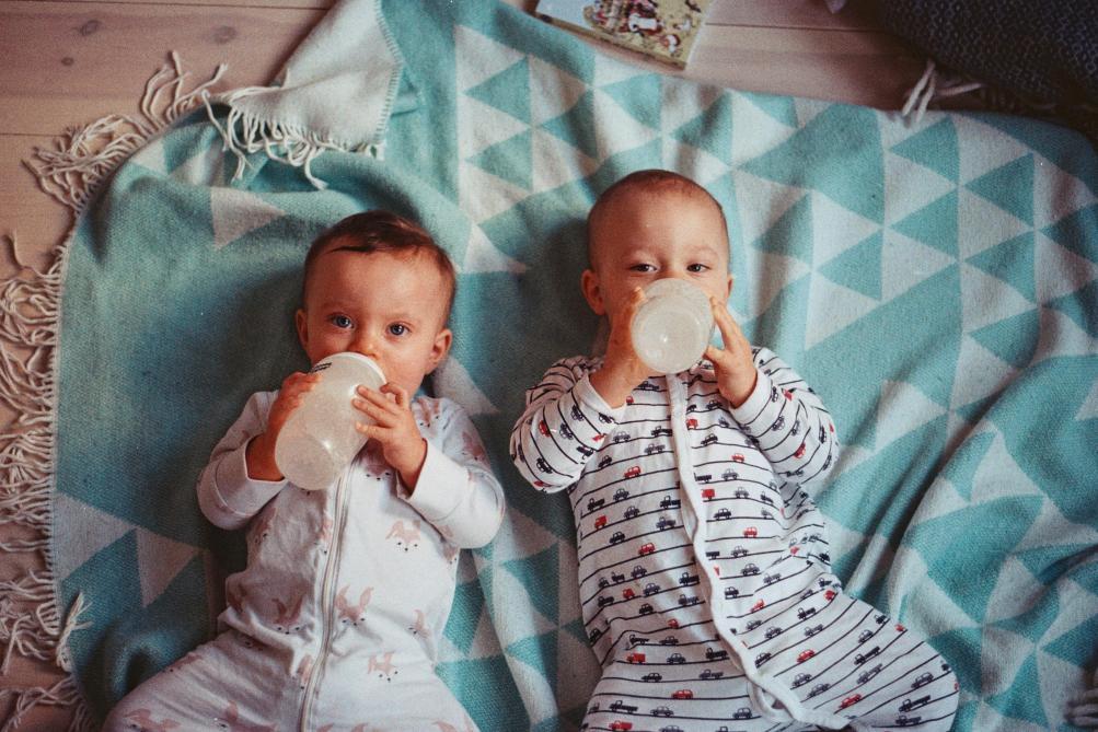 Un bébé régurgite un ver après avoir consommé du lait Gallia, ses parents portent plainte