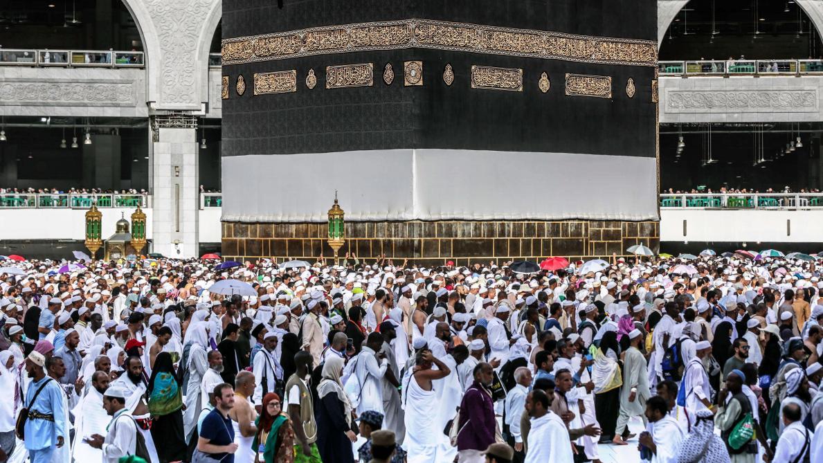 L'Arabie saoudite suspend l'entrée des pèlerins: le coronavirus continue de se propager dans le monde