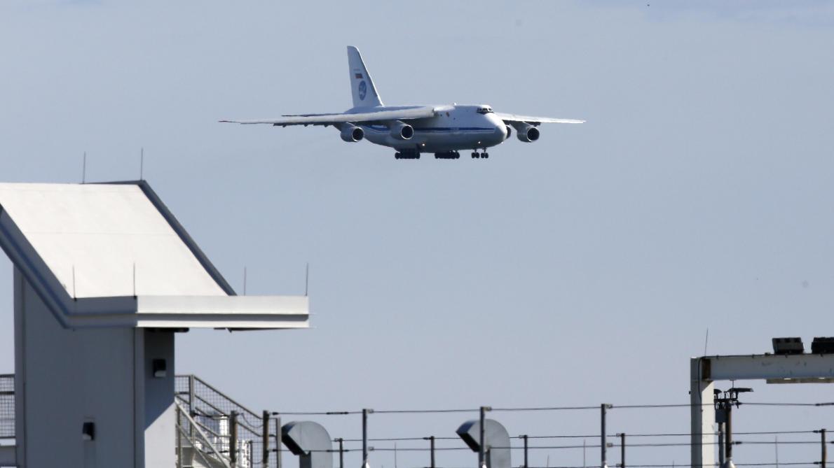 Un avion russe chargé d'aide humanitaire arrive aux Etats-Unis ...