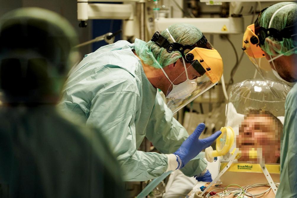 Première baisse des hospitalisations en soins intensifs en Italie