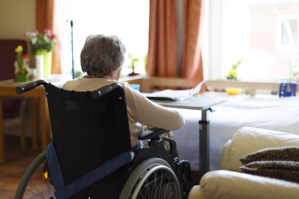 Les seniors pourraient rester confinés encore plusieurs mois, avertit l'UE — Coronavirus