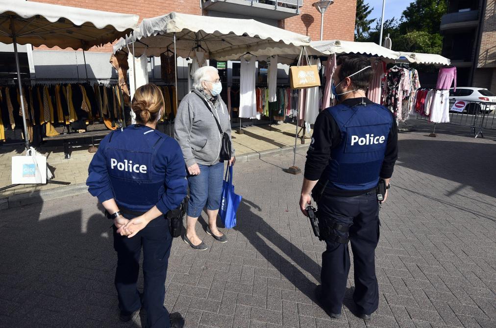 तीस बेल्जियन राज्य और मंत्री डी क्रेम के खिलाफ कानूनी उपायों के खिलाफ कानूनी कार्रवाई करते हैं