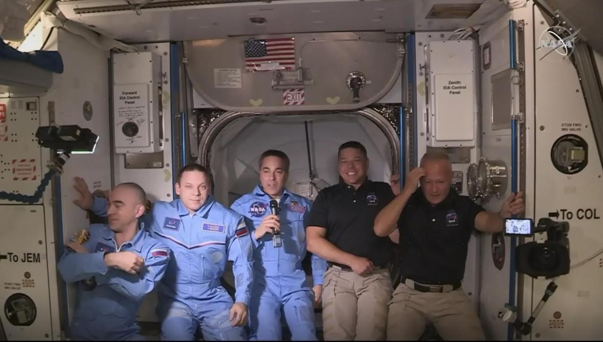 Les astronautes Douglas Hurley et Robert Behnken à la Station spatiale internationale