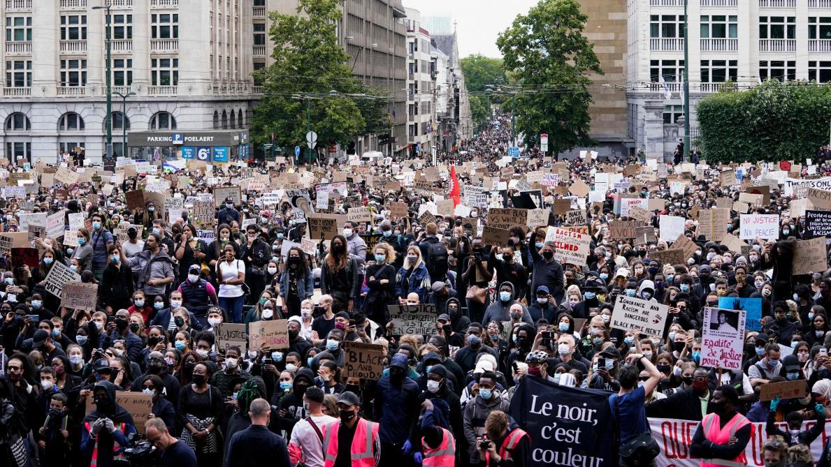 Commerces pillés, policiers visés... la manifestation contre le racisme dégénère — Bruxelles