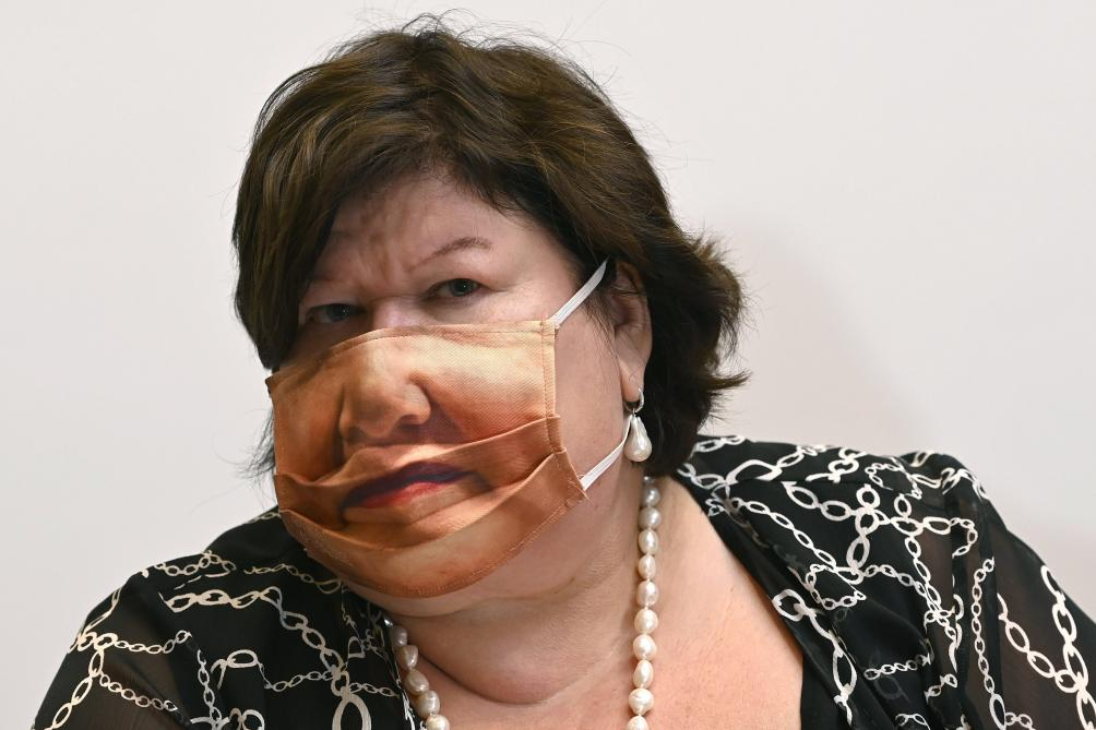 Maggie De Block arbore un masque surprenant