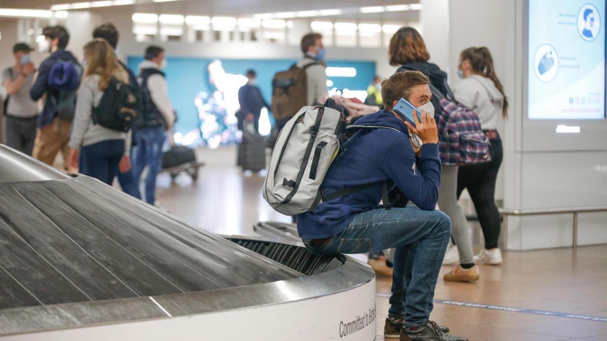 Des tests Covid dans les aéroports en revenant de zone rouge