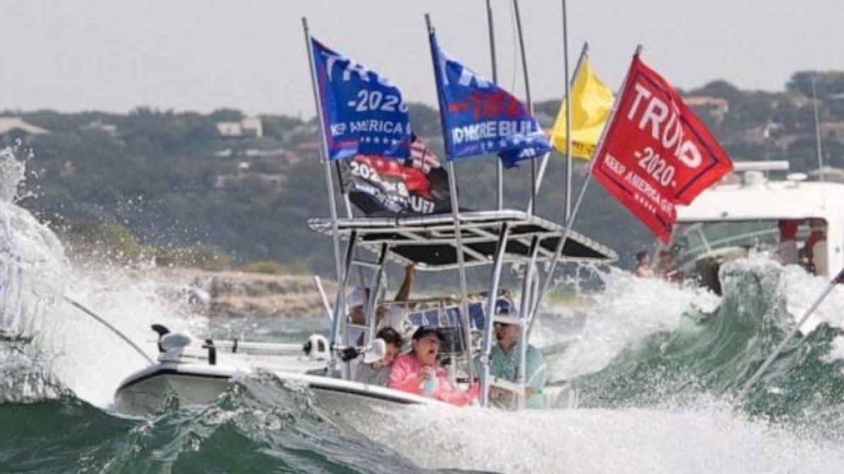Plusieurs bateaux coulent lors d'une parade nautique de supporters de Donald Trump