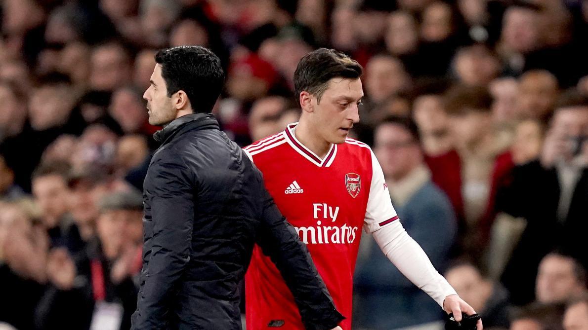 Arsenal : Özil réagit à sa mise à l'écart