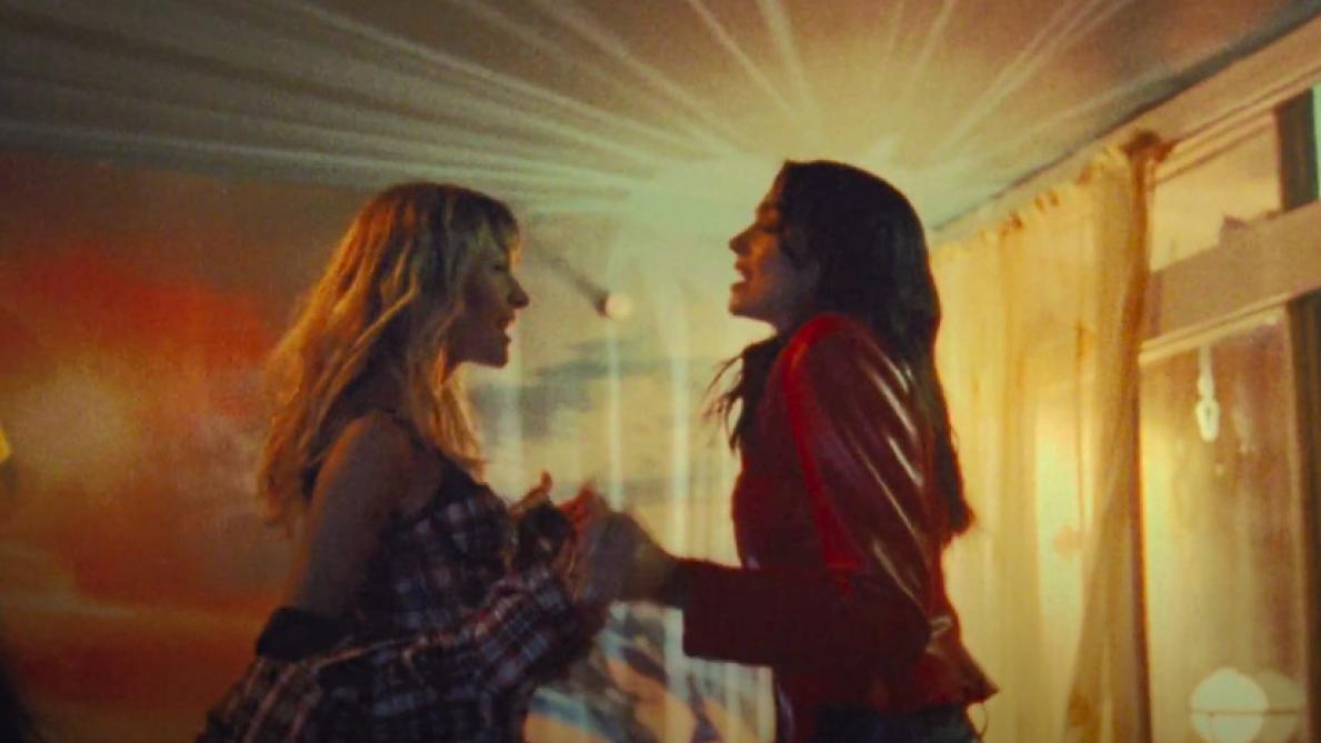 Dua Lipa et Angèle présentent le clip féministe de Fever — REGARDEZ