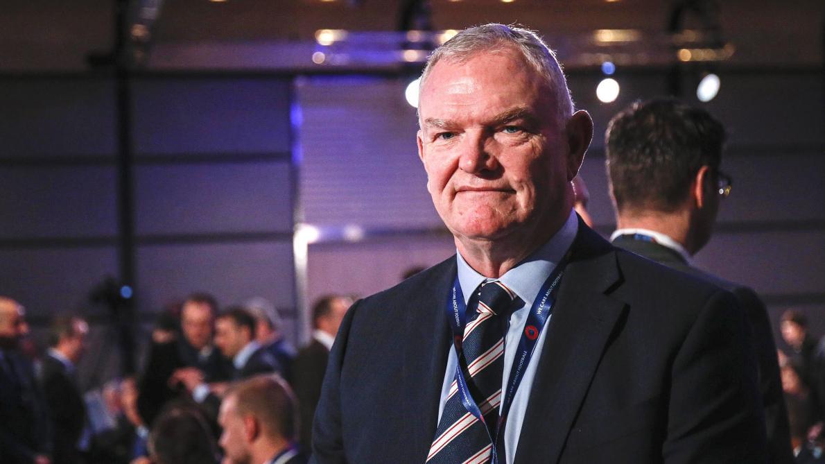 Après la polémique, le président de la FA démissionne — OFFICIEL