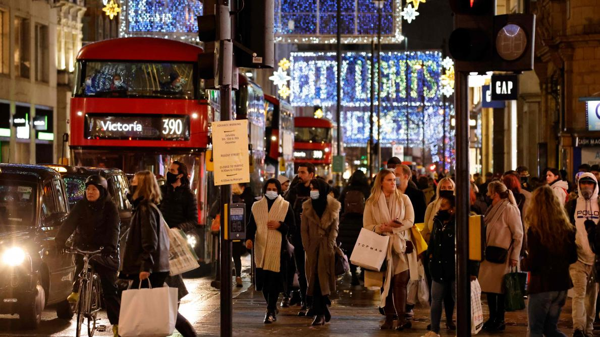 Une mutation interroge, Londres serre la vis — Coronavirus