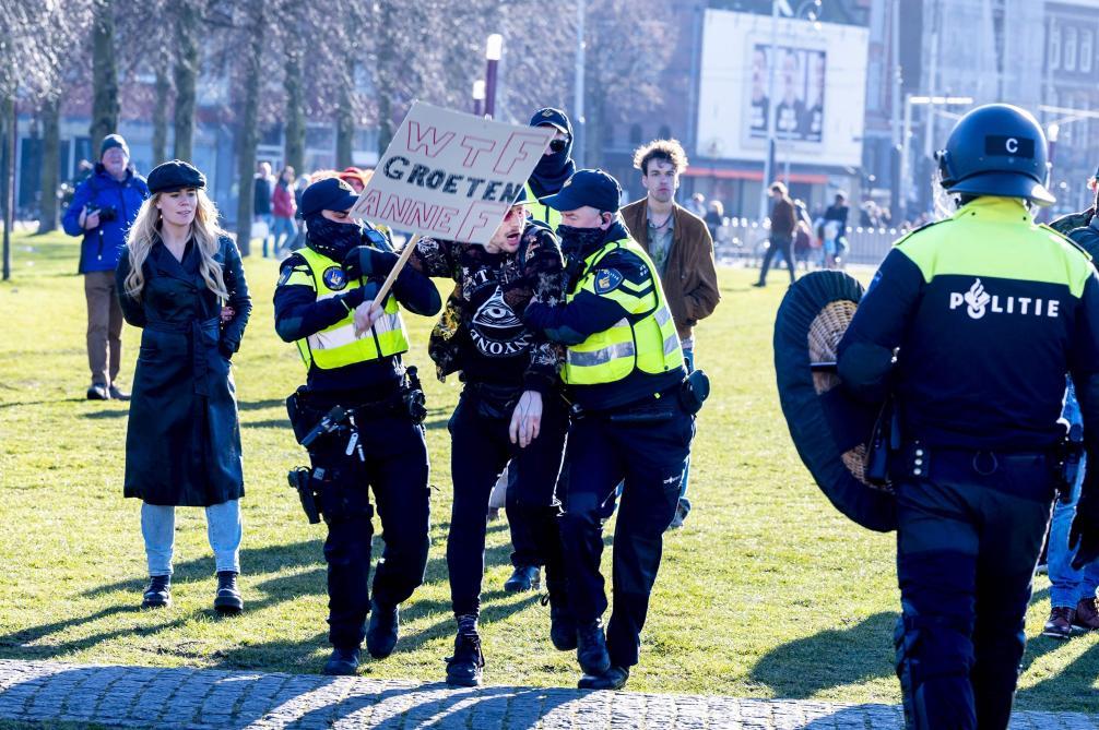 «Libérez les Pays-Bas maintenant»: 500 personnes ont manifesté contre les mesures covid à Amsterdam - Le Soir
