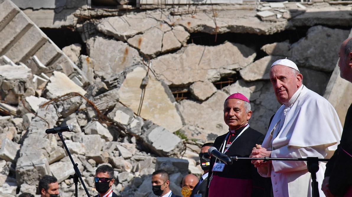 Visite exceptionnelle du pape François dans les ruines de Mossoul en Irak (photos) - Le Soir