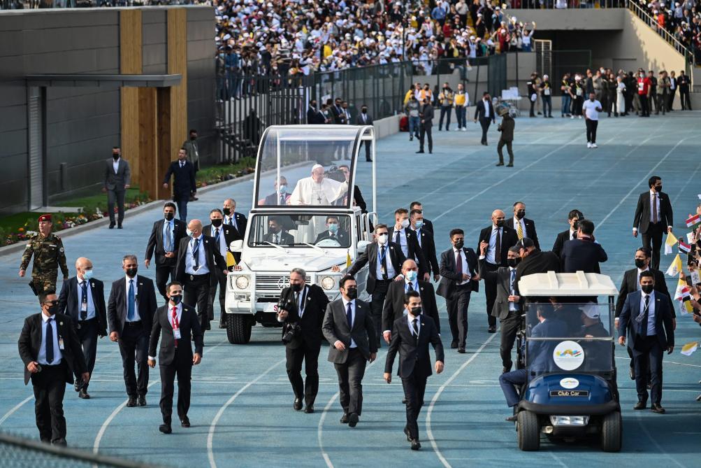 Le pape célèbre sa plus grande messe en Irak dans un stade (photos) - Le Soir
