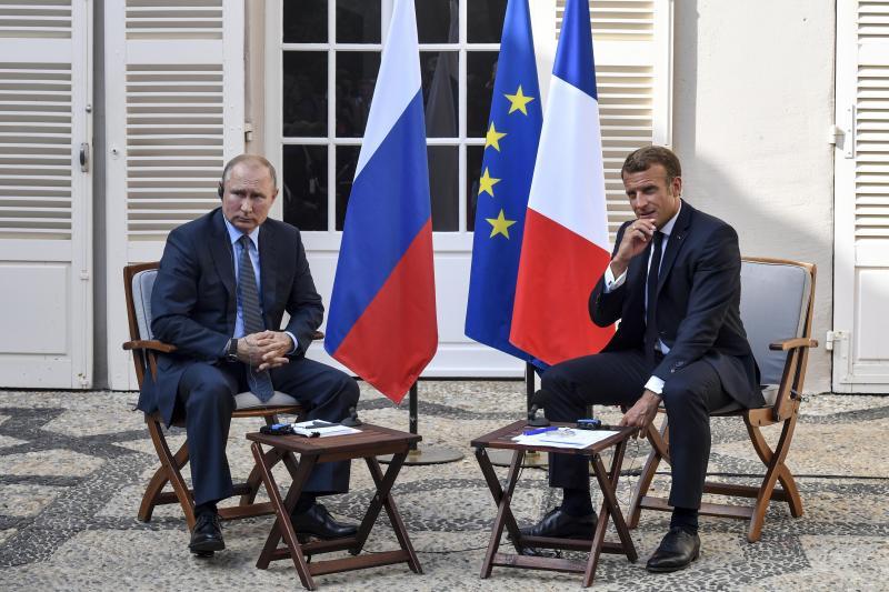 France: Macron et Poutine se rencontrent avant le sommet du G7 (photos)