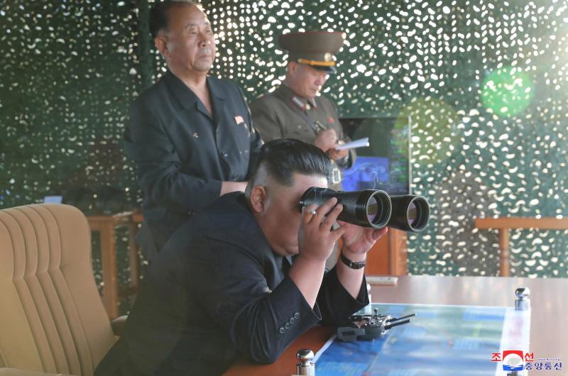 Corée du Nord: Kim a supervisé le test d'un «lanceur de missiles multiple» (photos)