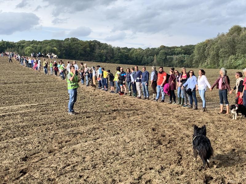 Wavre: plusieurs centaines d'opposants au contournement du zoning nord ont formé une chaine humaine (photos et vidéo)