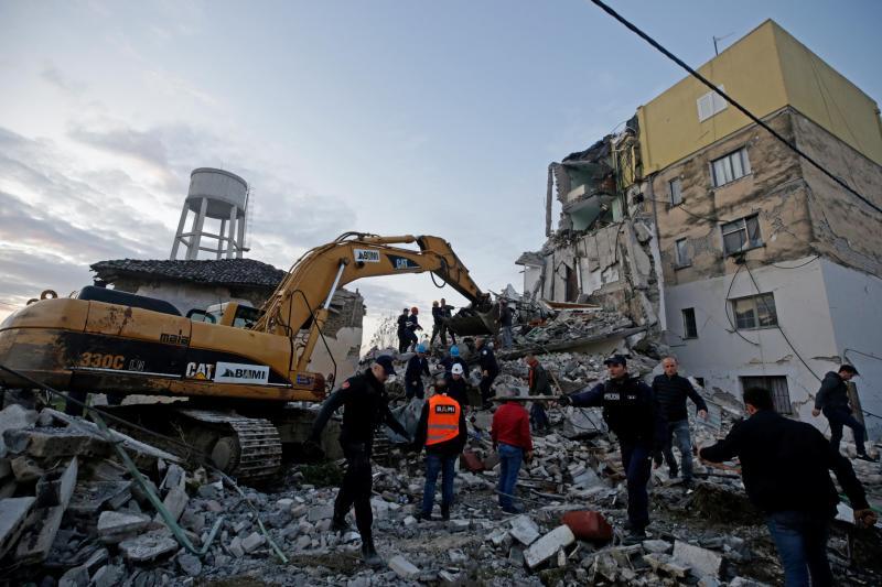 Au moins 13 morts et 600 blessés — Séisme en Albanie