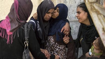 Parmi les centaines de civils qui fuyaient quotidiennement ces derniers jours, des journalistes de l'AFP à Mossoul ont vu une soixantaine de femmes et des enfants, inconsolables et traumatisés. © AFP