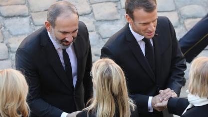 Le Premier ministre arménien Nikol Pashinyan et Emmanuel Macron © AFP