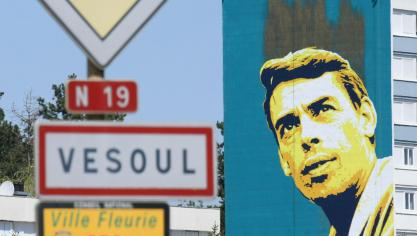 France: un portrait street art géant de Jacques Brel à Vesoul (photos)