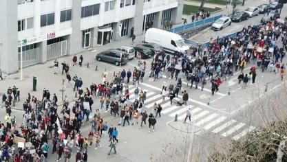 Bruxelles: en un an, les drones de surveillance se sont banalisés durant les manifestations