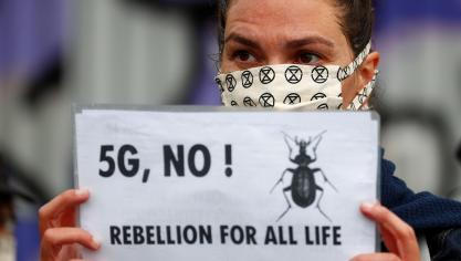 Extinction Rebellion mène une action contre la 5G à Molenbeek (photos)